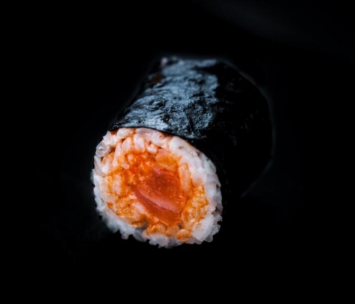 Spicy sake maki (H7)